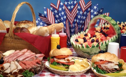 July 4th Recipes Fire up the grill and enjoy an all-American feast with our favorite cookout recipes including hot dogs, burgers, coleslaw and more.